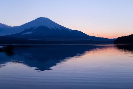 kawaguchi ko: Mountain Fuji at sunset