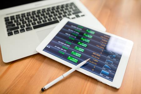 tablette numérique avec graphique métier Banque d'images