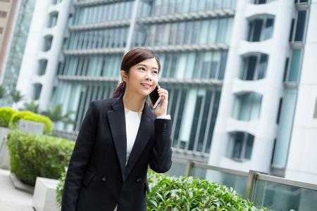 mobilephone: Businesswoman talk to mobilephone