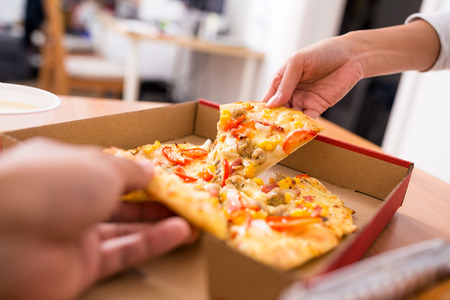 cardbox: Sharing pizza at home