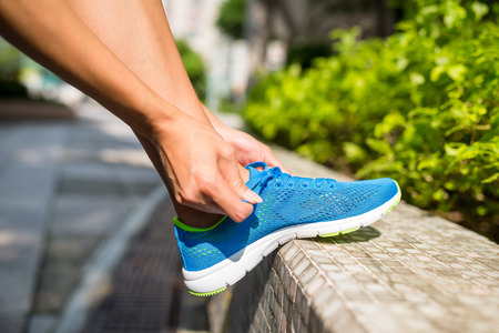 shoestrings: Runner fix the shoes lace Stock Photo