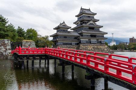 matsumoto: Matsumoto Castle and bridge Editorial