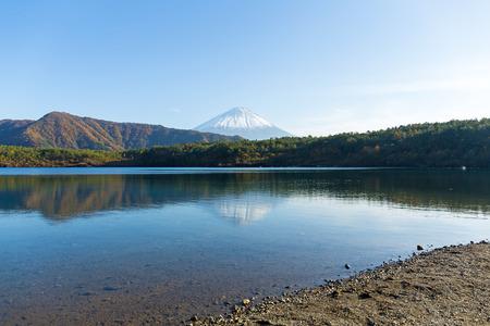 saiko: Fujisan in Saiko Lake Stock Photo