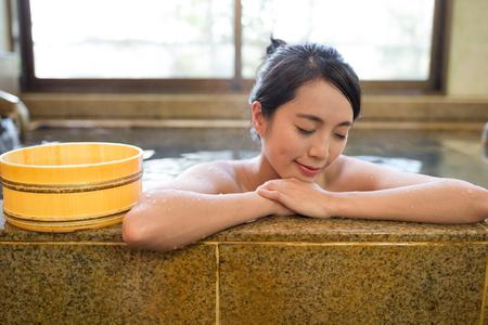 Woman having japanese onsen Reklamní fotografie - 69790861