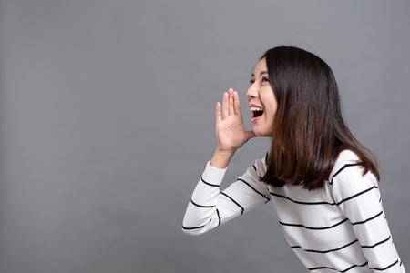 Mujer emocionada gritar Foto de archivo