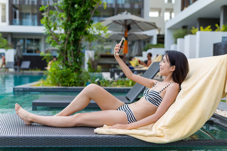 photo edges: Woman taking selfie in swimming pool