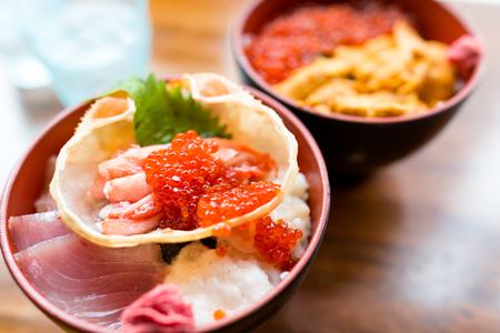 Seafood rice bowl in Japanese restaurant 免版税图像 - 81175038