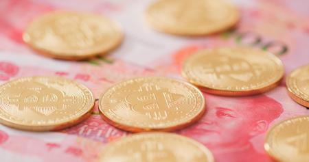Chinese RMB and Bitcoin  Фото со стока