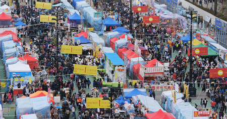 Victoria Park, Hong Kong, 14 February 2018:-Top view of Traditional chinese lunar new year fair in Hong Kong Banque d'images - 104403500
