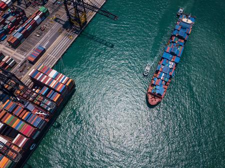 Vue de dessus sur les terminaux à conteneurs Kwai Tsing dans la ville de Hong Kong Banque d'images