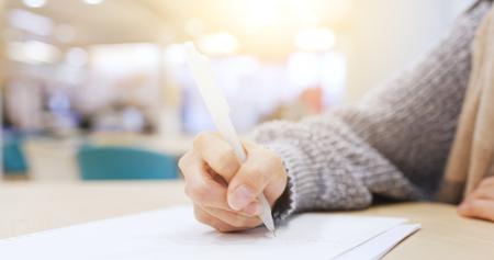 Studentenstudium in der Bibliothek Standard-Bild