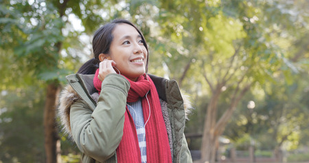 Woman listen to music on mobile phone in china 免版税图像 - 116058159