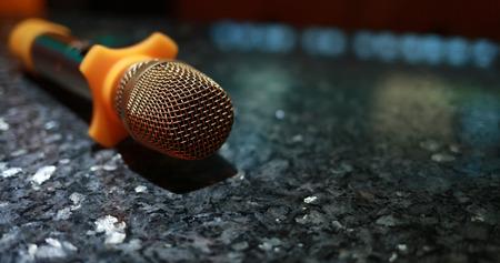 Karaoke microphone in room Banque d'images - 119305096