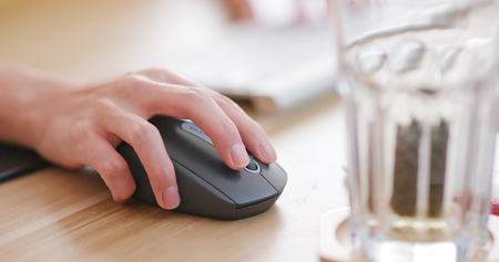 Woman typing on computer keyboard Imagens