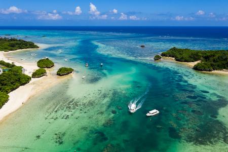 Kabira Bay in ishigaki island of Japan 스톡 콘텐츠 - 122180953