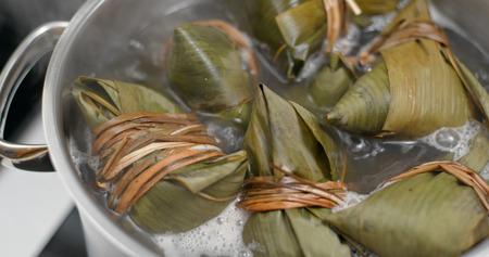 Cook sticky rice dumpling Reklamní fotografie