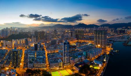 Panoramaaufnahme für die Stadt in Hongkong bei Nacht