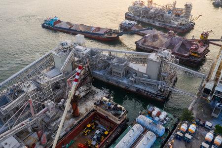 Lei Yue Mun, Hong Kong 22 May 2019: Top view of Hong Kong concrete plant factory at seaside 版權商用圖片 - 126613375