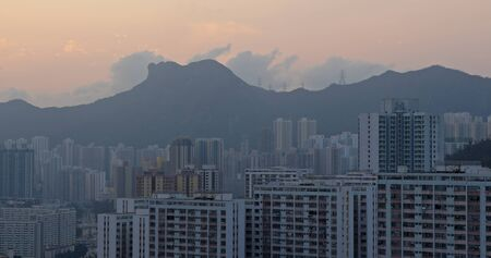 Timelapse of Hong Kong sunset with lion rock mountain 版權商用圖片
