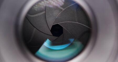 Adjusting aperture on camera lens