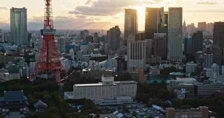 Tokio, Japan, 26 juni 2019: Tokio-stad bij zonsondergang
