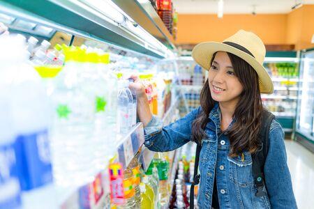 Woman buy drink in supermarket 免版税图像