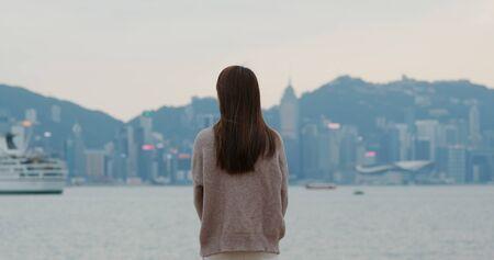 Woman look at the city 版權商用圖片