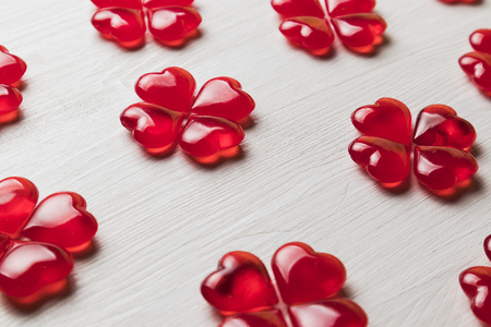background of red hearts on a white wooden substrate 免版税图像