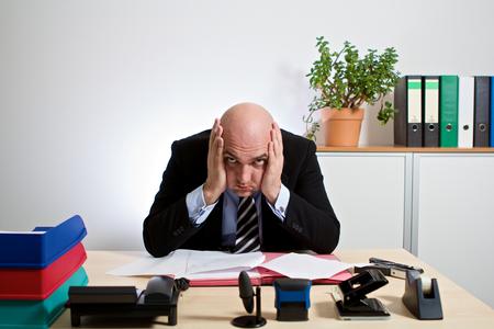 psique: gerente totalmente estresado
