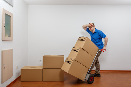Man stacking boxes on top of each other Standard-Bild - 122187353