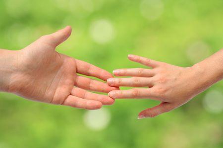 personas ayudando: Ayudar a manos