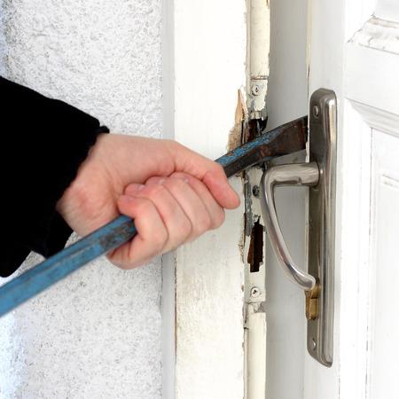 Cambrioleur rupture dans une maison