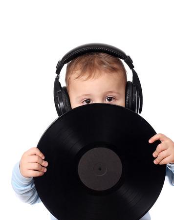 auriculares dj: Niño lindo con el disco de la música Foto de archivo