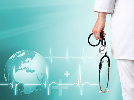 equipos medicos: Doctor con el fondo médico verde