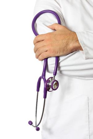 医師は聴診器で