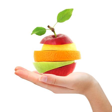 ミックス フルーツを持っている手