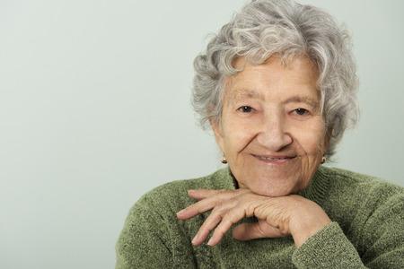vejez feliz: Retrato mayor de la señora