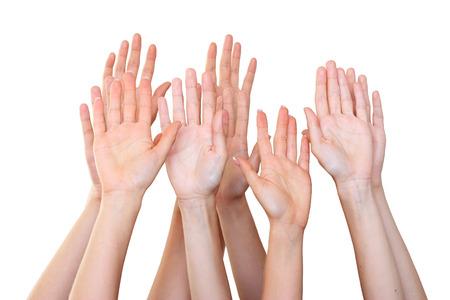 personas saludando: La gente levanta las manos
