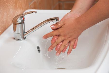 lavandose las manos: Woman Washing Hands. Cleaning Hands. Hygiene Foto de archivo