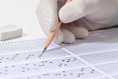 Student taking multiple choice exam during Coronavirus pandemic 版權商用圖片
