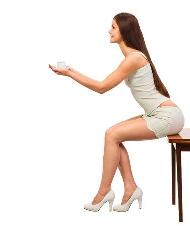 belles jambes: un plafond de caf� pour vous, jeune femme jolie avec capuchon de caf�