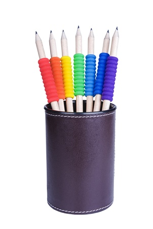 grafito: Lápices de varios colores con diferentes tubos aislados sobre fondo blanco