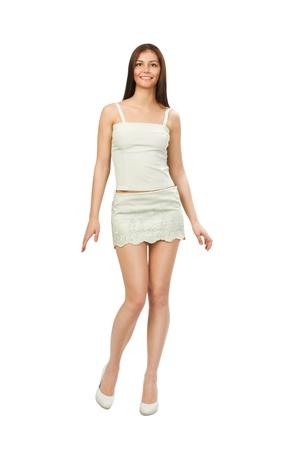 faldas: bailando mujer joven con un vestido de verano agradable aisladas sobre fondo blanco.