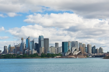 市の中央ビジネス地区、正午でシドニーのスカイライン 写真素材