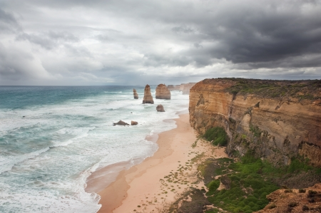 rote: The Twelve Apostles in the storm weather, along the Great Ocean Road, Australia Stock Photo