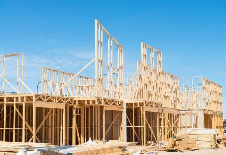 青い空を背景新しい住宅建築家フレーミング。