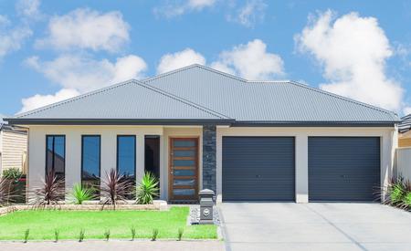 typische gevel van een modern huis in de voorsteden