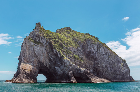 ニュージーランド、ベイ ・ オブ ・ アイランズの岩で有名な穴