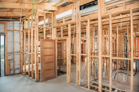 vue intérieure construction nouvelle maison résidentielle
