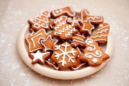 galletas de jengibre: Hecho en casa galletas de la Navidad del pan de jengibre - Todas las galletas de colores brillantes